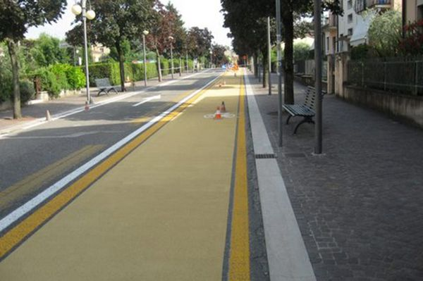 cycle lane markings