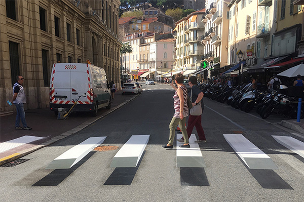 Pedestrians on the 3D crossing