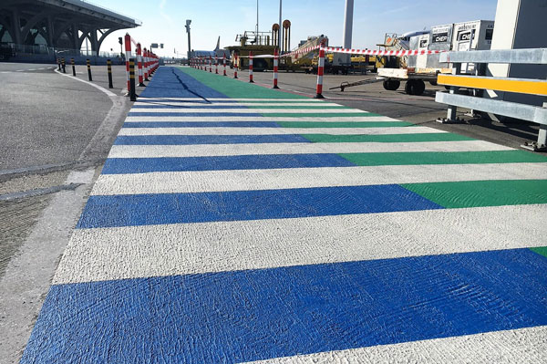 Colourful walkway applied in 2 component cold plastic