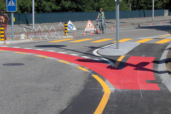 Crossing lanes made with PlastiRoute® RollGrip®